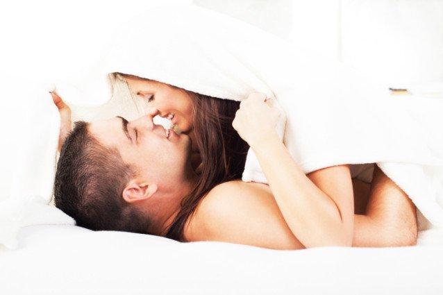 Cum să-ți faci partenerul să te dorească chiar mai mult