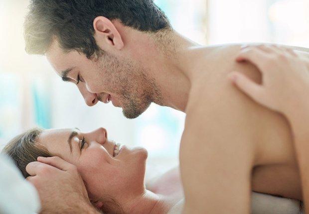 8 semne pe care vi le da in timpul sexului care arata ca este foarte indragostit